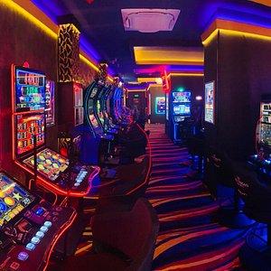 Sala de jocuri Las Vegas Games – Timisoara, Circumvalatiunii Nr. 8-10 – sloturi, pacanele, ruleta, bar, cafenea, bauturi din partea casei, distractie si multe surprise