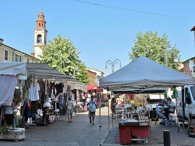 Banchi del mercato nel centro storico