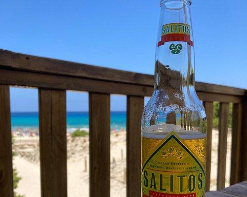 Super schöner Strand mit einer hervorragenden Bar 😀