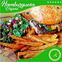 Hamburguesa vegana🍔🍟🤩 Tenemos dos opciones:  ⭐Diosa Verde / No carne de Lentejas ⭐Tropical / No carne de Garbanzos   ❤🧡💛 Come libre de sufrimiento, Come Sano, Come Vegano 💚💙💜
