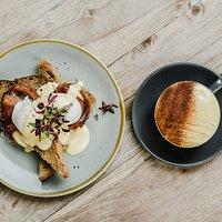 Eggs benny & latte