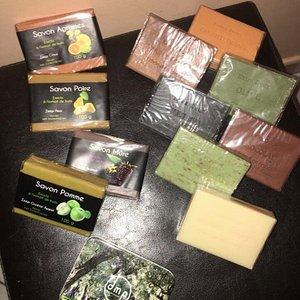 Différents parfums pour les savons, boîte de savon de voyage, très pratique !