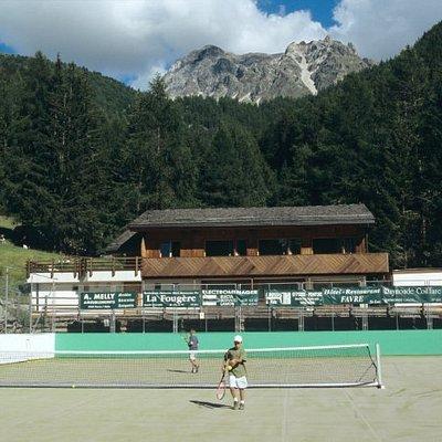 Deux courts de tennis à proximité du restaurant du Prilet (St-Luc - Val d'Anniviers)