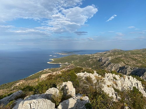 Motokit is a summit on Hvar (332 m) offers a nice view of Pakleni islands and village Velo Grablje. On the top there is a cross.