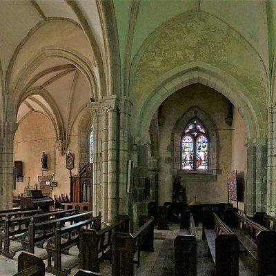 Témoin de presque 1000 ans d'histoire, ayant connu, dès sa création, des périodes agitées.  L'église Notre-Dame séduit le visiteur par son 'authenticité, témoin de presque 1000 ans d'histoire, ayant connu, dès sa création, des périodes agitées, les pillages étaient courants. Une église du 12ème, transformée au cours des siècles, certainement construite à la place d'un autre édifice, sans doute une chapelle, construite au 11ème siècle.