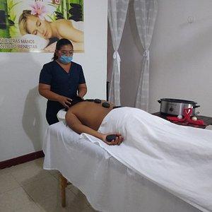 Hot stone massage 50 min   -90 minutes