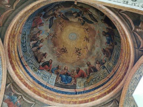 Pinturas al óleo representando la venida del Espíritu Santo.