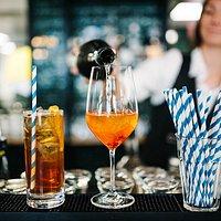 Drinks an der Bar!