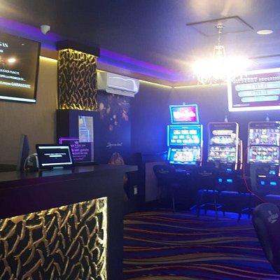 Sala de jocuri Las Vegas Games – Rasnov, Str. Republicii Nr. 25 – sloturi, pacanele, pariuri sportive, jackpot-uri, bar, cafenea, bauturi din partea casei, distractie, tombole si multe surprize