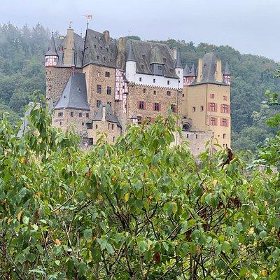 Die Burg Eltz in ihrer ganzen Pracht.
