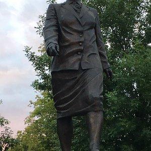 памятник Анне Федотовой