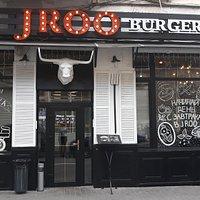 ROO burger & steak ресторан  с американской изюминкой, отразивший гармоничное сочетание интерьера и американской кухни, привлекает сюда тех, кто ищет теплоту и радушие, демократичные цены и домашний уют. Вот что нужно, чтобы стать любимым семейным рестораном!