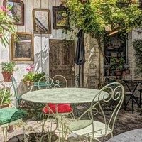 très beau patio dans un petit village de dordogne