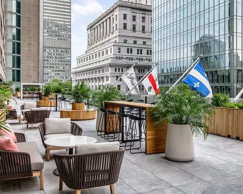 Located on the third floor of the Fairmont The Queen Elizabeth hotel, Nacarat Terrace is an urban oasis in the heart of downtown Montreal!  You will be immersed in a trendy, lively, surprising, and unique atmosphere that is ideal for drinks after a day at work or to get the party started on weekends.  The recipe for a perfect evening awaits: great cocktails, a beautiful downtown view, and local DJ's. Our team of experienced mixologist created a special menu designed to refresh you on warm summer