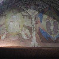 Gli affreschi del transetto sx (a sx la Madonna della Cintola di Matteo di Pacino)