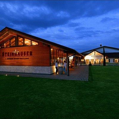 Das Whisky Warehouse auch Whisky-Stadl genannt. Eine 100 Jahre alte Allgäuer Scheune. Sie wurde abgebaut und mit viel Liebe und Bemühungen hier in Kressbronn am Bodensee wieder aufgebaut und als Lagerhaus für den Brigantia Whisky umfunktioniert.