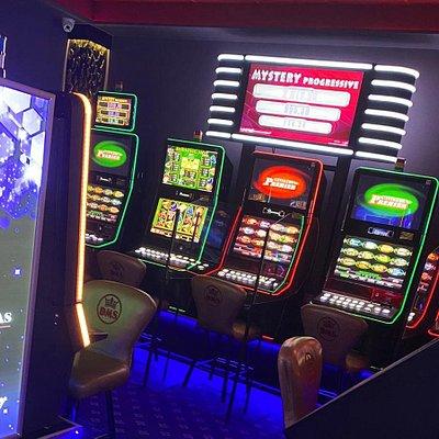 Sala de jocuri Las Vegas Games – Bucuresti, Calea Crangasi Nr. 22 –  sloturi, pacanele, pariuri sportive, jackpot-uri, bar, cafenea, bauturi din partea casei, distractie, tombole si multe surprize