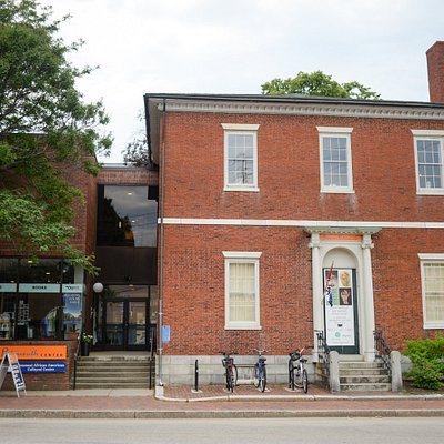 The Discover Portsmouth Welcome Center and Academy Gallery at 10 Middle Street in Portsmouth, NH