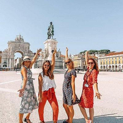 Our Tourist Guides - what a wonderful team! Carla, Ana, Joana and Cátia. Walk with them, discover the beautiful city of Lisboa.