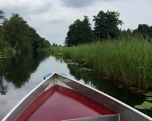 Met fluisterboot door de Weerribben.
