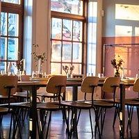 Madkollektivet Naboskaber er et alternativt spisested, som låner det bedste fra et folkekøkken, en restaurant og et moderne forsamlingshus.