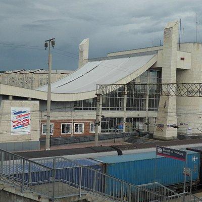 Вид на вокзал с пешеходного моста