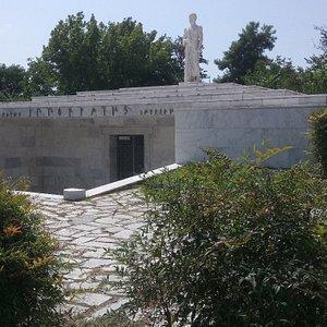 Ιπποκράτης - Μνημείο