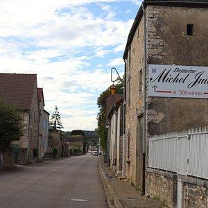 Le domaine est très bien signalé dans le village de Mercurey