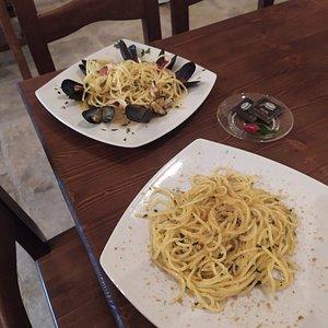 I nostri piatti del giorno:  Tagliolini con le cozze  Tagliolini con la bottarga