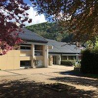 La façade d'entrée de l'office de tourisme du Mont-Dore