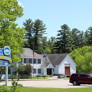 When visiting the White Mountains of New Hampshire, plan to stop by the White Mountains Visitor Center to pick up brochures of the area's attractions, speak to one of our knowledgeable front desk staff, and browse our gift shop full of White Mountains souvenirs.