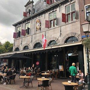 Rijksmonument de Waag waarin thans een gelijknamig Grand Café