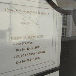 Horário de abertura do edifício, onde se encontra a associação que dinamiza o Centro Cívico.