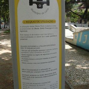 """Normas de utilização do """"skate park""""."""