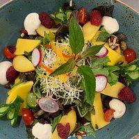 Heerlijke kleurrijke salades
