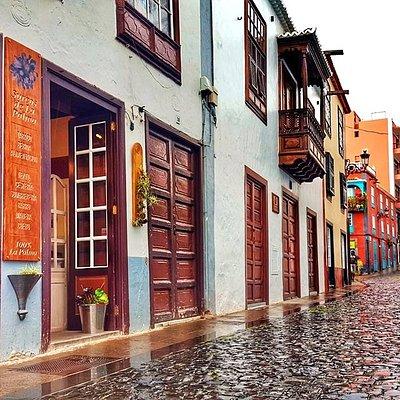 Surcos de La Palma 100% La Palma Tienda especializada en la artesanía tradicional de La Palma. Sombrerería, bordados, vinos, licores, gastronomía, repostería. 922424234 - 650400009