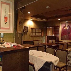 美術館内カフェ「アートカフェ栄」。お抹茶やコーヒー、紅茶などいただけます。