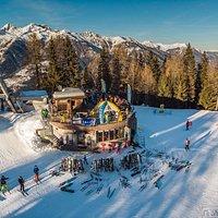 Rifugio Orti 1900 dal drone @rifugioorti1900 #rifugioorti1900 #mezzana #marilleva #marilleva1400 #valdisole #trentino #italia