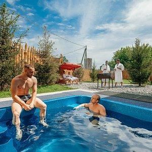 Коттедж с большим бассейном на компанию до 10 гостей