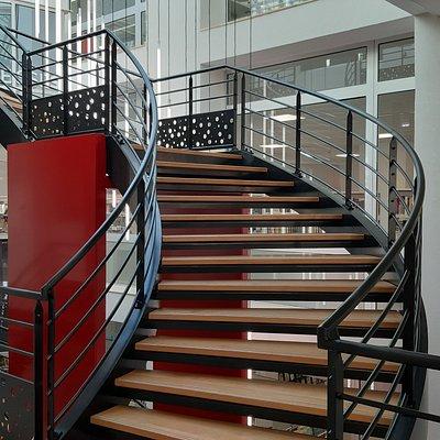 Escalier central (juillet 2020, architecte Jacques Serra)
