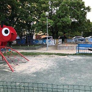 Verejne detske ihrisko Galbaveho Mravec Spielplatz Dubravka
