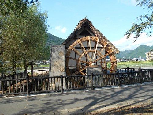 公園内に復元された水車小屋