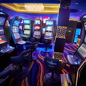 Sala de jocuri Las Vegas Games – Suceava, Campulung Moldovenesc – gambling, sloturi, pacanele, pariuri sportive, ruleta, jackpot-uri, tombole, premii cash, bar, cafenea, bauturi din partea casei, distractie si multe surprize