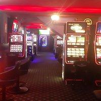 Sala de jocuri Las Vegas Games – Vatra Dornei, Suceava – gambling, sloturi, pacanele, pariuri sportive, ruleta, jackpot-uri, tombole, premii cash, bar, cafenea, bauturi din partea casei, distractie si multe surprize