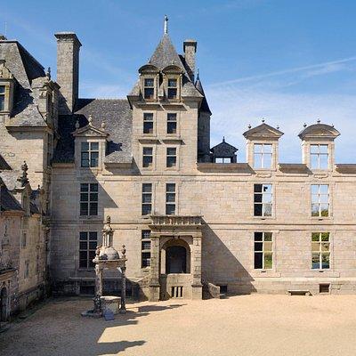 Cours du Château de Kerjean (photo D.Didriou)