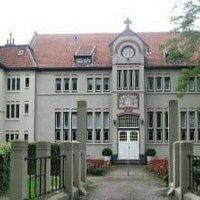 Naastgelegen klooster