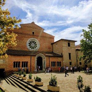La facciata della chiesa dell'Abbazia di Fiastra