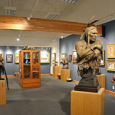 Wilcox Gallery II on the Town Square features the work of dozens of award-winning internationally known artists.