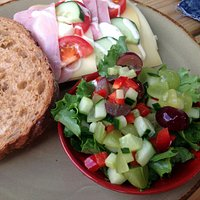 Prima broodje gezond, met een bakje salade!