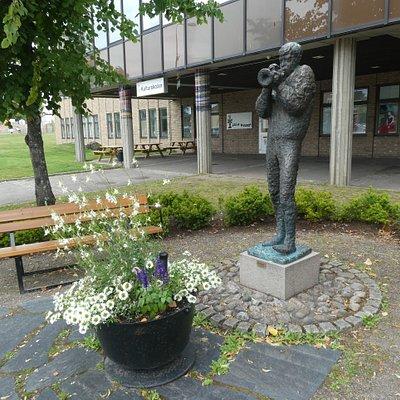 Ragtimeparken med statyn ''Ragtime'' i Hällefors